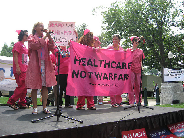 Healthcare Not Warfare photo by http://www.flickr.com/photos/codepinkalert/